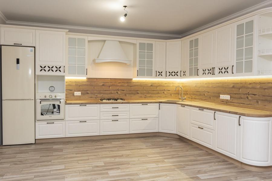 Белый кухонный гарнитур-Кухня МДФ в ПВХ «Модель 10»-фото1